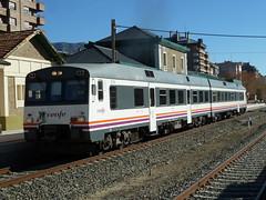 Renfe 592 (Atómico). Sabiñanigo 19 - 11 - 2017. (trainsandplanesstudio) Tags: 593 593202 atomico sabiñanigo jaca pirineos tren train zug ferrocarril renfe españa spain
