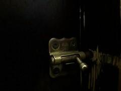 In or Out (borneirana) Tags: cerradura puerta doors madera wood house casa hogar
