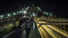 Shooting photo sur le pont (cjuliecmoi) Tags: newyork pontdebrooklyn vacances voyage nuit night longue longueexposition longexposure brooklynbridge pont bridge