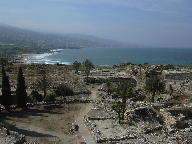 Byblos (Jbail), Grabungsgelände mit Resten aus phönizischer und römischer Zeit large image