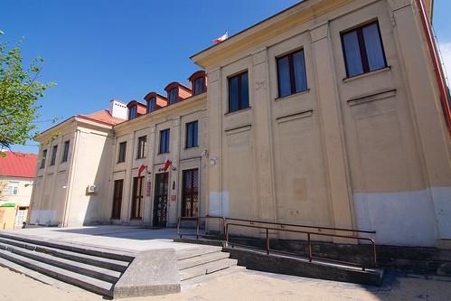 Budynek Starostwa Powiatowego w Łęczycy od północnego zachodu