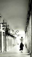 Madrid (Eliazar Torre) Tags: madrid españa spain city ciudad plazamayordemadrid plazamayor soportales caminando callejeandoenmadrid callejeando sola soledad sueño blancoynegro blackandwhite bw