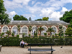 photo - Nap Time, Luxembourg Gardens (Jassy-50) Tags: photo paris france luxembourggardens garden park people nap bench building hedge architecture muséeduluxembourg museeduluxembourg luxembourgmuseum museum window hbm jardinduluxembourg hww