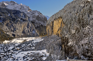 Lauterbrunnen and the Jungfrau mountain (4,158 m). Canton of Bern , Switzerland.15.11.17, 14:48:52. Izakigur . No, 1091.A view from the cabelcar ...)