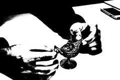 lâmpada (medeirosisabel16) Tags: lâmpada gênio bw peb black white preto branco mãos school escola etec guaratingueta