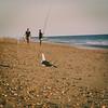 Trío playero (Alicia Clerencia) Tags: playa beach paisaje landscape mar sea sunset gaviotas seagull gente people fishing pesca