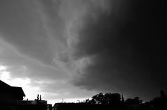 Aufziehendes Gewitter (1) / approaching Thunderstorm (1) (Lichtabfall) Tags: thunderstorm gewitter unwetter himmel sky clouds wolken einfarbig landschaft landscape blackwhite blackandwhite monochrome schwarzweiss sw bw