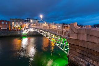 Liffey Bridge at night.