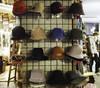 Dos por Uno (Two for One) (César Vega-Lassalle) Tags: madrid españa spain olympus omd em5 lumix leicadg microfourthirds m43 hats sombreros