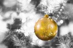 Golden wishes (Alessandro Giorgi Art Photography) Tags: golden wishes christmas xmas selective color oro natale auguri christmastree tree albero luci lights decorations nikon d7000 santaclaus babbonatale merrychristmas