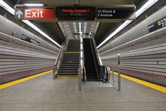 Eighty-Six (Blinking Charlie) Tags: 86street subway station platform escalator readerboard platformedgestrip 2ndavenuesubway uppereastside manhattan interior nyc newyorkcity newyork usa 2017 sonydscrx100m3 blinkingcharlie vanishingpoint