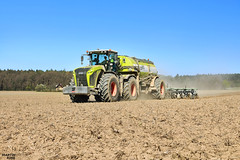 Strip Till Slurry Injection 2016 | CLAAS // KAWECO // SLY France (martin_king.photo) Tags: striptillslurryinjection striptill strip till slurry injection working martin king photo agriculture machinery machines tschechische republik weather powerfull martinkingphoto spring work landwirtschaft power huge day farm farming tschechischerepublik landwirt farmlife land machinerylovers weloveagriculture claas claasxerion xerion4500 claasfamily claasxerion4500tracvc kaweco stajakaweco kawecodoubletwinshift slystripcatiiinjector slystripcatii slystripcat slyfrance preparing soil mais maize modernfarming unique fields strong agricultural greatday great czechrepublic welovefarming agriculturalmachinery workday modernagriculture
