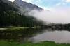 Val d'Aosta - Valle di Champdepraz, lago della Servaz, nebbie estive (mariagraziaschiapparelli) Tags: valdaosta valledichampdepraz parcodelmontavic montavic lagodellaservaz montagna mountain avic camminata escursionismo allegrisinasceosidiventa estate lago