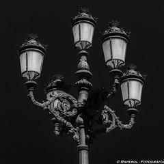 Farola (raperol) Tags: 2015 airelibre bn blancoynegro calle cádiz farola street