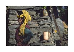 A pretty woman.  ( Manali ) 1993 (José Luis Cosme Giral) Tags: aprettywoman travel farm woman streetportrait nikon fe kodachrome64 scanned manali kulluvalley india