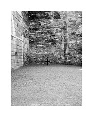 Baile Átha Cliath 25 (2 Marvelous 4 Words (Blanca Gomez)) Tags: architecture dublin ireland museum prison building kilmainhamgaol arquitectura courtyard cross wall bricks death bw blackwhite