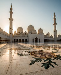 Sheikh Zayed Mosque at Sunset (Johannes R.) Tags: abu dhabi uae united arab emirates sheikh zayed mosque grand big huge monument building architecture sunset wideangle tower floor flower white canon 70d efs stm 1018 mm marble perspective