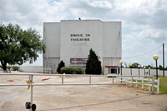 Beacon Drive In Theater - Guthrie,Oklahoma (Rob Sneed) Tags: usa oklahoma guthrie americana beacondriveintheater smalltown theater driveintheater vintage neon sign advertising roadtrip 1950 20thcentury architecture boxoffice