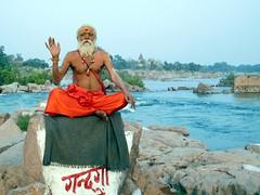orchha 2017 (gerben more) Tags: saddhu beard shirtless betwa orchha orccha river man hinduism india