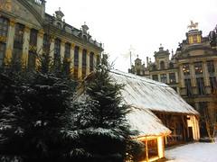 Brussels Grand Place Christmas stable in the snow. (pierre.paklons) Tags: brussels christmas noël kerststal brussel bruxelles brusselsgrandplace grotemarktbrussel grandplacedebruxelles