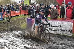 Cyclocross Essen 2017 011 (hans905) Tags: canoneos7d tamronsp2470mmf28divcusd cyclocross cycling cyclist cyclocrossessen cross cx veldrijden veldrit mud nomudnoglory modder womenscycling wielrennen wielrenner wielrenster