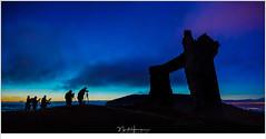 Ochtendschemering boven La Potence (nandOOnline) Tags: allegre auvergne deelnemers fotografie fotoworkshop frankrijk lafougeraie lapotence landschap landschapsfotografie les masterclass montbar natuur natuurfotografie ochtendschemering ruine schemering vulkaan workshop zonsopkomst allègre auvergnerhönealps france fr
