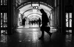 streetsilhouette (ThorstenKoch) Tags: street streetphotography stadt strasse schatten shadow silhouette schwarzweiss düsseldorf duesseldorf königasallee kö shopping night nacht fuji fujifilm thorstenkoch blackwhite bnw licht lights lines linien light urban pov photography people monochrome outdoor
