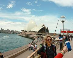 Sydney Selfie. (RICHARD OSTROM) Tags: selfie sydney wide peeps street open sydneyoperahouse dslr canon face hero tight afternoon art asian axe australia texture urban just vacation me moi hot rock game 2017