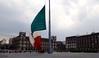 Souffle du Mexique (-LoraN-) Tags: drapeau mexique militaires vent souffle voyage vacance couleur sony