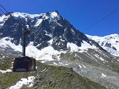 Arrival of the cable car that will bring us to l'Aiguille du Midi. Chamonix. (elsa11) Tags: chamonix montblanc montblancmassif aiguilledumidi télépherique cablecar hautesavoie france alps alpen mountains rhonealps frankrijk explore