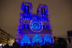 Notre Dame de Paris, Spectacle son et lumières 9/11/2017 (jlfaurie) Tags: notredamedeparis spectaclesonetlumières9112017 damedecoeur mechas mpmdf jlfr parisbynight denoche sonido luces catedral notedame nuestrasenoradeparis cathedral france francia scenery miseenscène couleurs colores histoire history historia