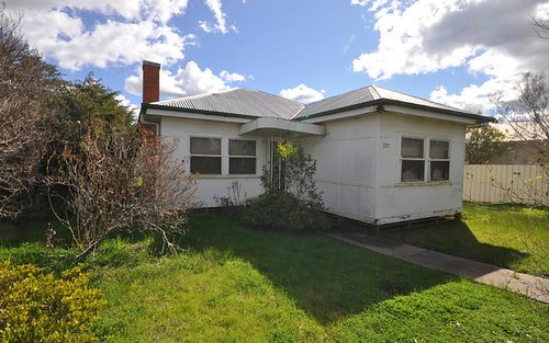 225 Olive St, South Albury NSW 2640