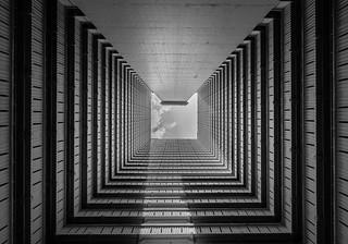 Tunnel monochrome