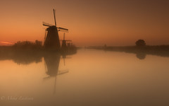Morning mist (Mika Laitinen) Tags: kinderdijk zuidholland netherlands nl mist sunrise windmills water landscape europe calm serene