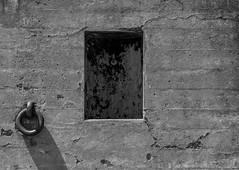 Abstract #8 ©2017 Steven Karp (kartofish) Tags: fort coastalbattery abandoned abstract sanfrancisco california fortwinfieldscott batterychamberlan militarybase niche ironring fuji fujifilm xt2 monochrome blackandwhite bakerbeach shadow concrete