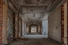 Verlassene Kaserne (sirona27) Tags: kaserne nva verlassen leer mauern beton räume