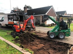 "Took some hydraulic muscle with us today. Helping dig out a driveway extension for @wardensfencinglandscapes job next week. #wardenstreecare <a style=""margin-left:10px; font-size:0.8em;"" href=""http://www.flickr.com/photos/137723818@N08/37769032404/"" target=""_blank"">@flickr</a>"