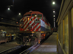Fueling in F-building (GLC 392) Tags: bcol british columbia on line online 4605 ge c408m cowl barn emd sd70 sd60f 5534 ic cn f building markham il illinois homewood inside servicing 1022 canadian national central railroad railway train