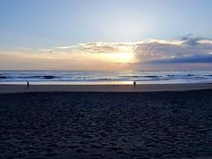 Hoy vamos a tener un día de calor. ¿Dónde estás otoño? 😔💜🌅 (Ana R. Palma) Tags: amanecer sunrise beach playa sinfiltro nofilter grancanaria islascanarias canaryislands canarias