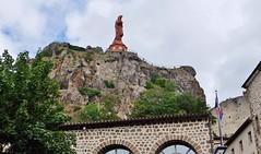 Le Puy en Velay (thierry llansades) Tags: velay le lepuy lepuyenvelay auvergne patrimoine catholique cathedrale religion puydedome allier murs statue eglise aiguille pelerinage pelerin pelerins compostelle