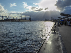 Trockendock (krieger_horst) Tags: hafen wolken hamburg trockendock landungsbrücken gegenlicht wasser