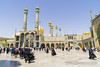 la mesquita de fatima masumeh (_perSona_) Tags: iran persia qom fatima fatimah masumeh islam shia chii xii peregrino peregri pilgrim chador shrine santuario santuari minaret minarete golden daurat dorado dome cupula gente yard pati patio iwan mosque mesquita mezquita