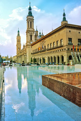 Ayuntamiento y basílica del Pilar, Zaragoza (eustoquio.molina) Tags: ayuntamiento basilica pilar zaragoza monumentos monument reflejo