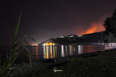 A strange night (Tranquility and Disaster) (dimitris.giakoumis) Tags: tranquility disaster greek fires agiiapostoliattica summernught summer2017 firebehindthehills sea night landscape verylongexposure