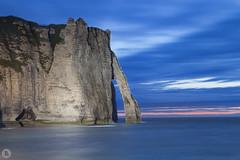 Etretat [FR] (ta92310) Tags: travel bluehour france europe 76 seinemaritime etretat normandie normandy falaises cliff summer 2016 ete arche aiguille falaise aval canon 6d