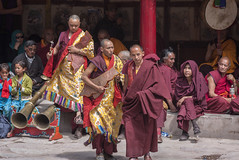 Enjoying the festival (bag_lady) Tags: tibetanbuddhism hemissummerfestival2011 hemismonastery ladakh india monastery buddism buddhistmonks traditional culture festival cham buddist