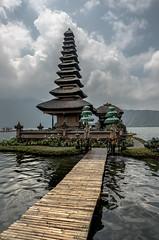 Ulundanu temple (alain01789) Tags: bali indonesia temple ulundanu beratan lake velvia landscape paysage