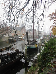 Glimpse of old harbor and Pelgrimvaderskerk, Delfshaven, Rotterdam, Netherlands (Paul McClure DC) Tags: delfshaven rotterdam netherlands thenetherlands southholland zuidholland nov2017 church architecture historic scenery