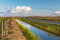 Today's weather! (karindebruin) Tags: thenetherlands blauw blue clouds colors color canon dutch nederland leefilters goereeoverflakkee grass gras green groen holland lucht landscape landschap netherlands ouddorp polarizer polder sky water wolken zuidholland sloot