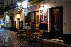 XE3F6201 (Enrique Romero G) Tags: bar restaurante cafe noche nocturna night lluvia rain sevilla spain fujixe3 fujinon18f2 librero tapas barrio santa cruz barriodesantacruz